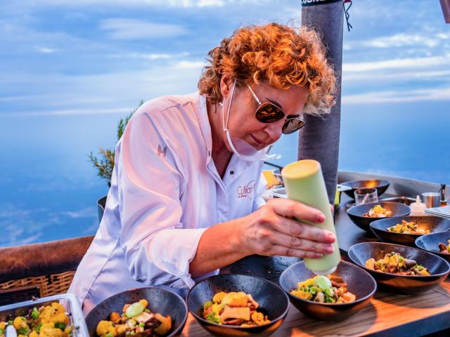 Haute cuisine-balloon-cooking Angelique Schmeinck-Wiegers Ballonvaarten